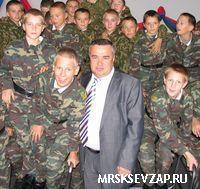 Исполнительный директор «Карелэнерго» Ефим Ашкинезер провел урок электробезопасности для воспитанников Кадетского корпуса.