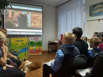 Энергетики и спасатели в рамках «Школы безопасности» рассказали псковским школьникам о добром электричестве