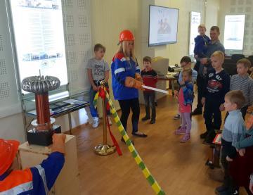 Специалисты МРСК Северо-Запада рассказали петербургским школьникам о безопасном электричестве в совместном проекте трех энергокомпаний