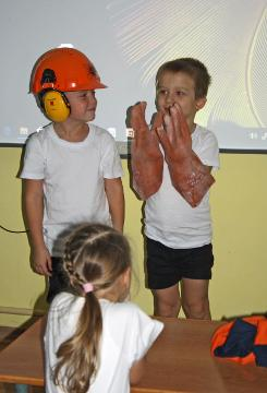 Занятие по электробезопасности провели сотрудники Колэнерго для дошкольников в Мурманске