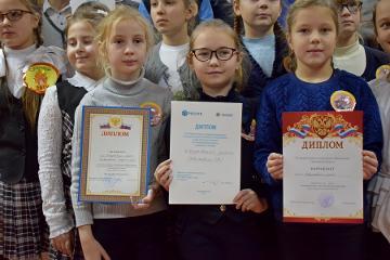 Дипломы «Псковэнерго» за отличное знание правил электробезопасности получили школьники из Новоржева и Пустошки