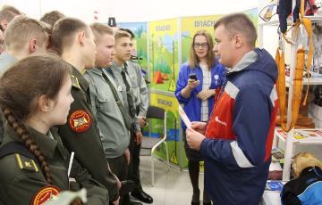 В «День карьеры молодежи» специалисты «Вологдаэнерго» напомнили участникам правила электробезопасности